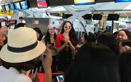 Clip: Fan vây xin chụp ảnh khi bắt gặp Hương Giang tại sân bay Thái trước khi lên đường về nước