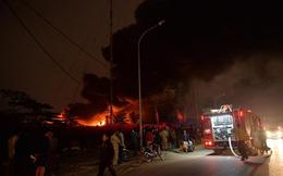Hà Nội: Đang cháy xưởng phế liệu ở Triều Khúc, 50 cán bộ, chiến sỹ được huy động dập lửa