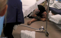 Túc trực trong phòng đẻ suốt 10 tiếng đồng hồ để đón con chào đời, ông bố chưa kịp nhìn mặt con đã ngất xỉu