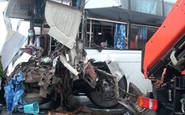 Đang đi cấp cứu tai nạn, xe cứu hoả đâm trực diện xe khách trên cao tốc