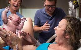 Con mới cất tiếng khóc chào đời, bà mẹ vừa nhìn thấy con đã hét lên kinh ngạc