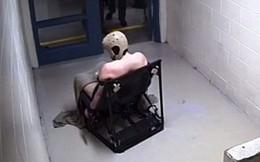 Bị buộc trần truồng gần hai ngày trên 'ghế tử thần', tù nhân tử vong ngay tại nhà giam
