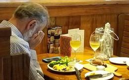 Người đàn ông ăn trưa 1 mình và sự thật đằng sau bất ngờ hút hàng trăm nghìn lượt chia sẻ