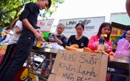 Du khách về chùa Bà Bình Dương không sợ đói, sợ khát vì thức ăn miễn phí phục vụ tận tay