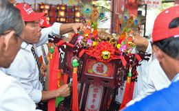 Chiếc lồng đèn trong lễ hội chùa Bà Thiên Hậu Bình Dương được đấu giá 2,5 tỷ đồng