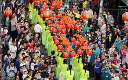 Ảnh: Người TP HCM chen nhau xem hội mừng Tết Nguyên tiêu của người Hoa