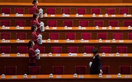 24h qua ảnh: Lễ tân phục vụ trà tại quốc hội Trung Quốc