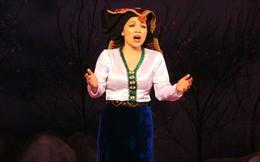 """Soi ca sĩ Việt hát live: Hà Phạm Thăng Long """"thổi bay"""" nhà hát với nốt nhạc to khủng khiếp"""