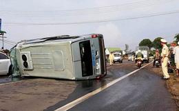 Xe khách 16 chỗ lộn nhiều vòng trên QL20, 3 người bị thương
