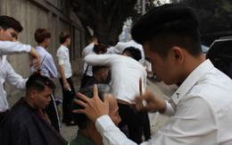 Tiệm cắt tóc 0 đồng cho người lao động nghèo, sinh viên, công nhân… trên vỉa hè Hà Nội