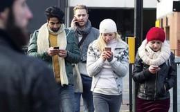 Nếu vừa đi bộ vừa dùng điện thoại tại thành phố này, bạn sẽ bị phạt tới hơn 10 triệu đấy!