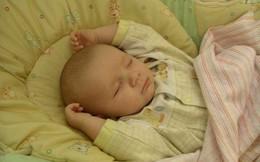 Sự thật về tư thế ngủ như đầu hàng của trẻ sơ sinh sẽ khiến bố mẹ bất ngờ lắm đấy