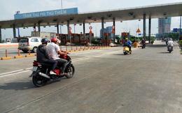 Đang tháo dỡ trạm thu giá bỏ hoang trước hầm sông Sài Gòn