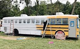 Cặp vợ chồng bỏ ra gần 1 tỷ đồng mua xe buýt cũ về tân trang, ai cũng choáng ngợp khi bước vào bên trong