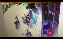TP. HCM: Táo tợn kề dao vào cổ cướp tài sản phụ nữ giữa ban ngày