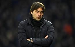 Nhìn sang Pep Guardiola, Conte nuốt vào lòng cả một bầu trời chua xót