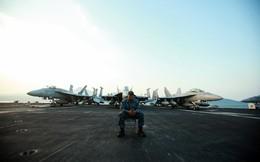 Ảnh đẹp về quân nhân, thủy thủ trên tàu sân bay Mỹ ở Đà Nẵng