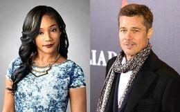 """Brad Pitt bất ngờ """"thả thính"""" nữ diễn viên tháo giày cao gót lên công bố giải thưởng Oscar"""