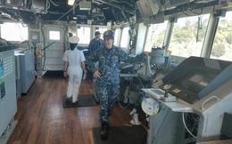 [Cận cảnh] Vũ khí và cabin chỉ huy của tuần dương hạm hộ tống tàu sân bay USS Carl Vinson