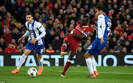 """""""Hành hạ"""" Casillas, Liverpool giương cao lá cờ Premier League tại đấu trường châu Âu"""
