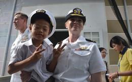 Thủy thủ tàu sân bay Mỹ giao lưu thân thiết với trẻ nhiễm chất độc da cam ở Đà Nẵng