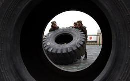 24h qua ảnh: Nữ binh sĩ Trung Quốc rèn luyện thể lực