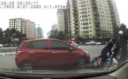 """Pha va chạm giao thông giữa 2 người phụ nữ khiến các anh """"mỏi mắt"""" tìm lỗi"""