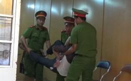 Nghe tòa tuyên án tử hình, tướng cướp giết người lăn đùng ra bất tỉnh