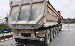 Xe tải cuốn xe máy vào gầm, kéo lê hàng trăm mét trên phố Hà Nội