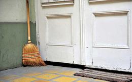 Chổi quét nhà cũng ảnh hưởng đến phong thủy, không nên để tùy tiện