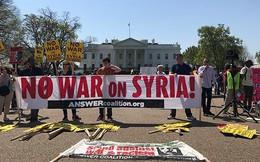 Người dân Mỹ biểu tình phản đối cuộc tấn công tên lửa vào Syria