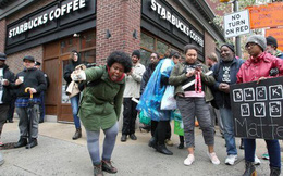 Bị cáo buộc phân biệt chủng tộc, Starbucks tạm thời đóng hơn 8,000 cửa hàng tại Mỹ cho nhân viên đi tập huấn