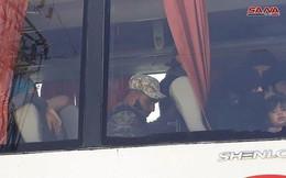 Hàng trăm tay súng phiến quân Syria giao nộp vũ khí và rời đi