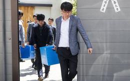 Con sếp Korean Air Lines ném chai nước vào quản lý, trụ sở của cha bị đột kích