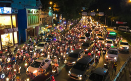 Kẹt xe nhiều giờ ở cửa ngõ sân bay Tân Sơn Nhất