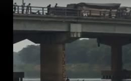 Nam thanh niên lao xuống sông cứu sống cô gái nhảy cầu tự tử vì tình