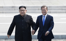 [CẬP NHẬT] Lãnh đạo Triều Tiên, Hàn Quốc dạo bộ, không có người tháp tùng