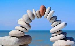 """Hai bài học quý giá về """"luật đời"""": Chỉ bạn mới có thể tự giúp mình trong lúc hoạn nạn, hãy nhìn vào mặt tích cực để sống có ý nghĩa hơn"""