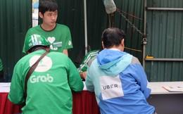 """Trụ sở Grab tấp nập tài xế Uber """"chuyển khẩu"""", văn phòng Uber vắng như chùa bà Đanh"""