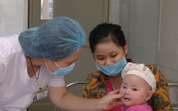 Phát ban toàn thân, sốt ≥ 39°C- 40°C – Bác sĩ nhắc phụ huynh có trẻ nhỏ hết sức lưu ý