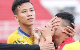 Quế Ngọc Hải 'bóp mặt' Phi Sơn trước đại chiến TP.HCM vs SLNA