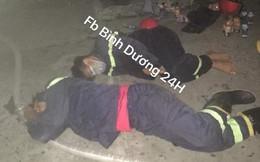 Lính cứu hỏa kiệt sức, nằm la liệt sau khi khống chế được vụ cháy lớn ở Bình Dương