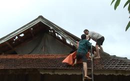 Hàng trăm ngôi nhà bị hỏng, nhiều con trâu bị sét đánh chết