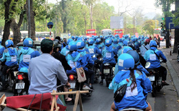 Nuối tiếc, hàng trăm tài xế xuống đường diễu hành trong ngày cuối cùng Uber ở Việt Nam