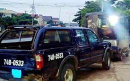 Xe chở gỗ lậu tông ô tô của kiểm lâm để tẩu thoát