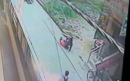 Nữ giáo viên bị đâm 20 nhát đến chết, đám đông đứng nhìn dửng dưng