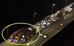 CSGT đề nghị cung cấp biển số 3 xe container cố tình dàn hàng ngang đi như rùa bò ở cao tốc