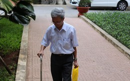 Bị cáo 77 tuổi dâm ô trẻ em ở Vũng Tàu chống gậy đến toà