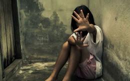 """Người đàn ông cưỡng bức 2 con gái riêng của vợ rồi còn đổ lỗi cho vợ khiến anh ta """"không thể kiểm soát được mình"""""""