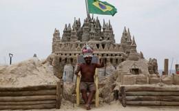 Người đàn ông sống trong lâu đài cát tự xây để tiết kiệm tiền thuê nhà
